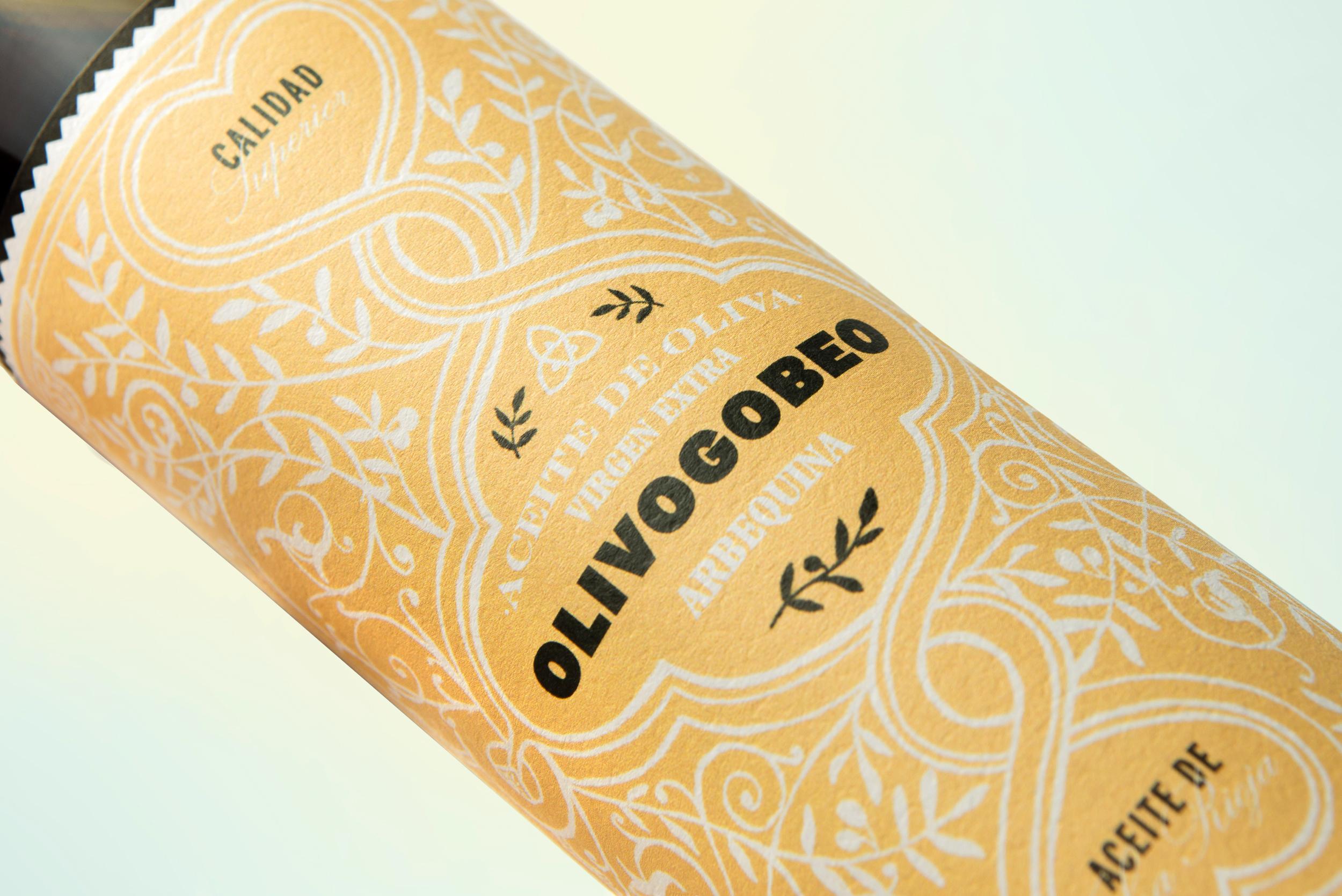 Detalle del diseño de etiquetas aceite de oliva olivogobeo
