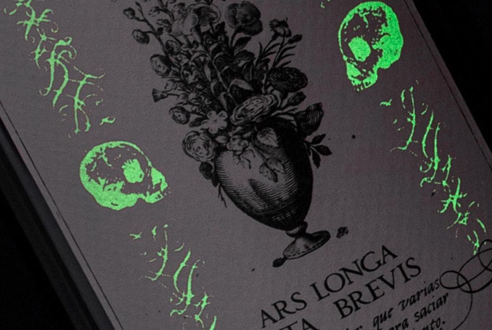 Diseño de etiqueta de vino Ars Longa detalle.