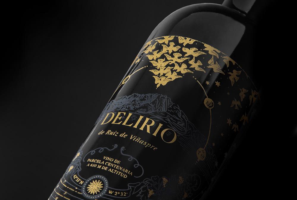 Fotografía detalle del diseño para la etiqueta Delirio, de bodegas Ruiz de Viñaspre.