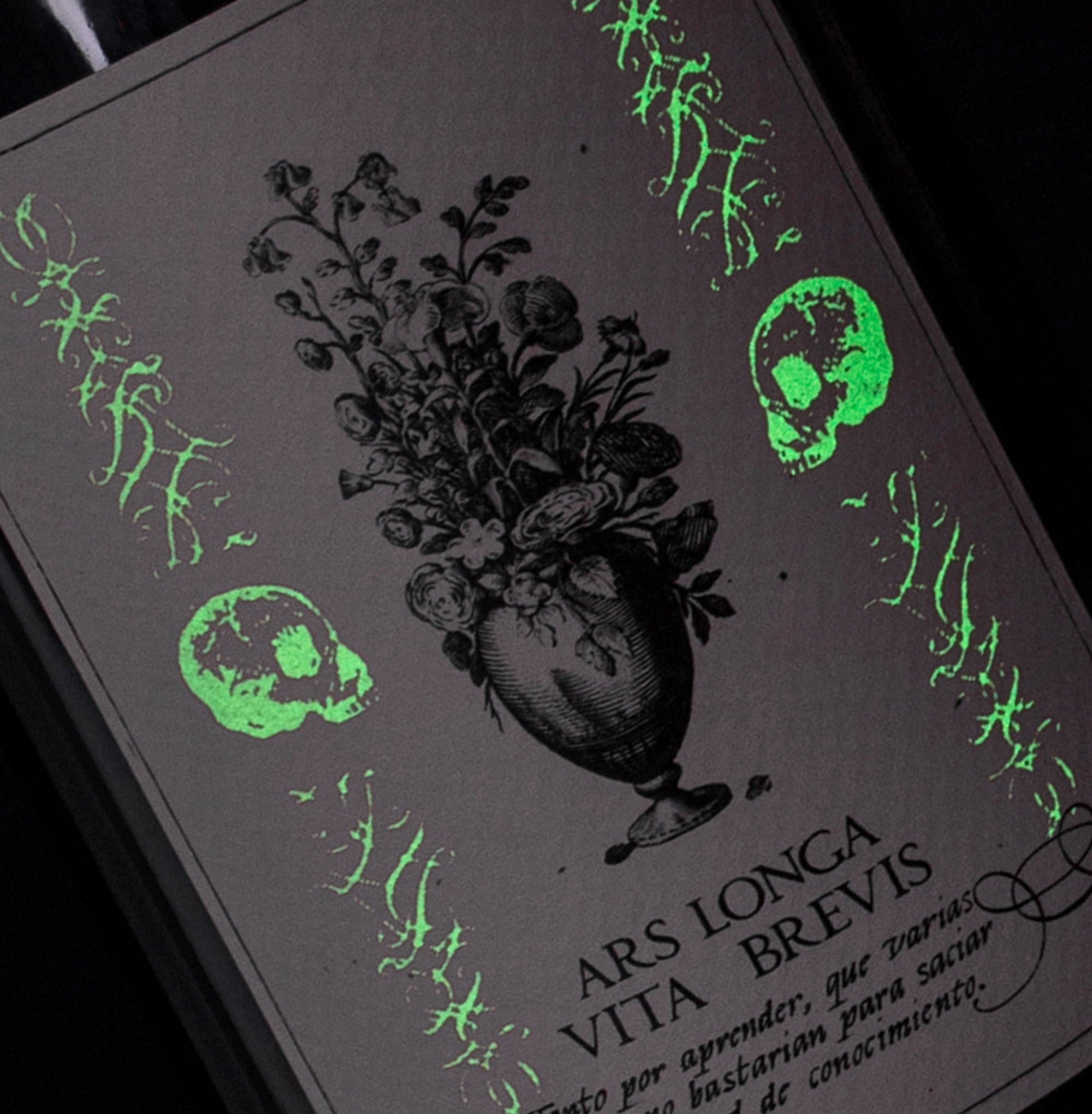 Diseño de etiqueta de vino Ars Longa detalle. 2