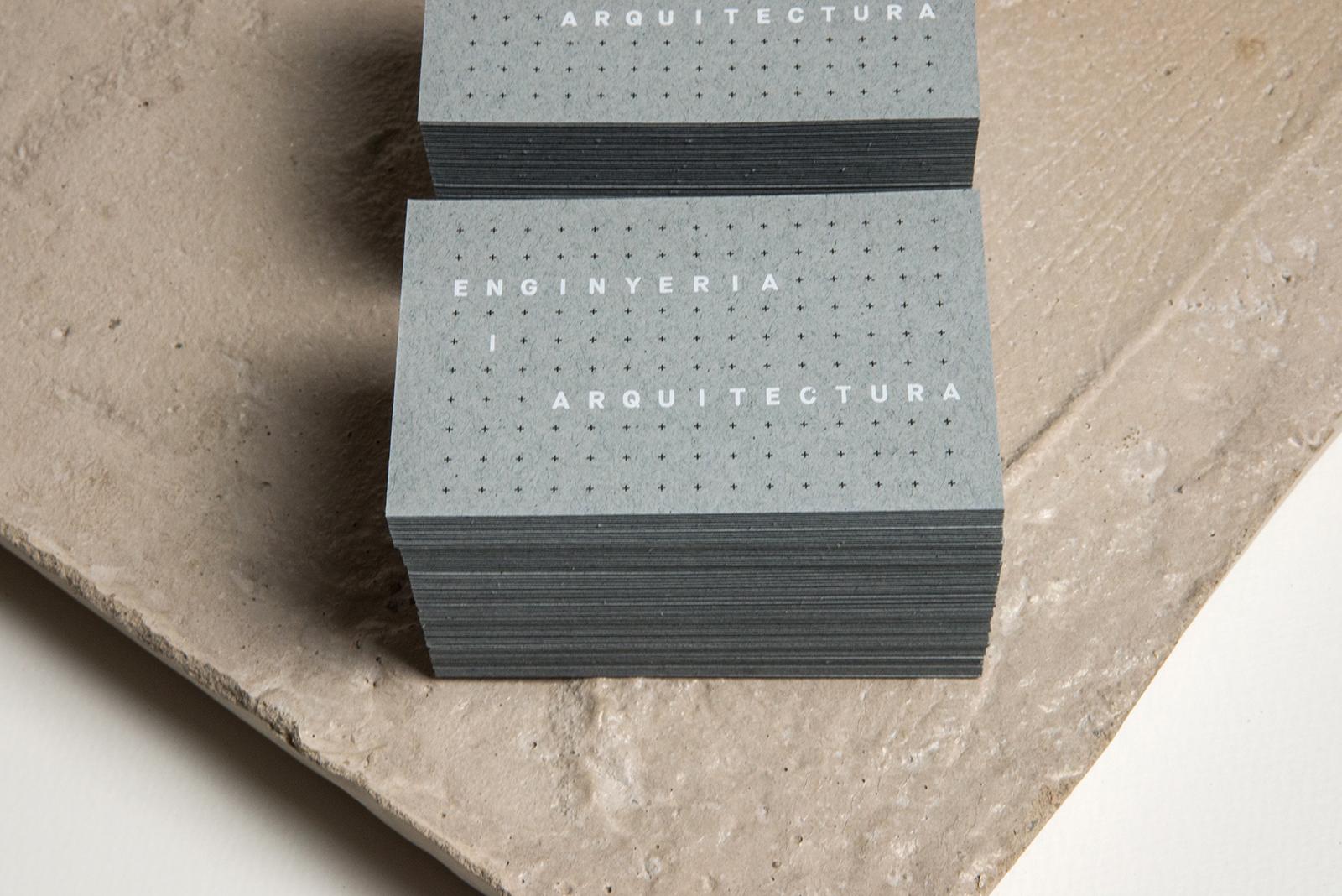 Diseño de etiquetas y marca para arquitectos.