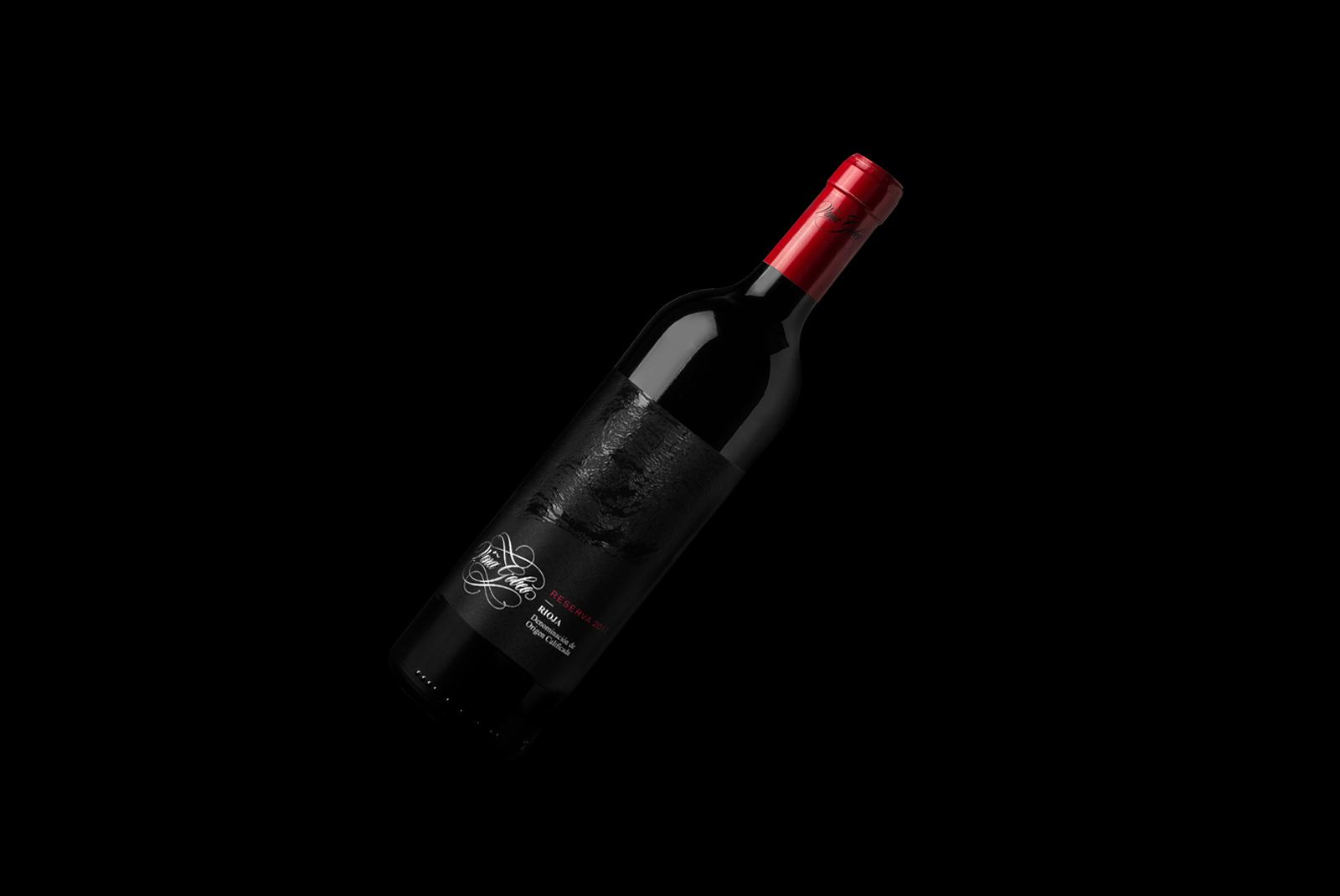 Fotografía y diseño de la etiqueta de vino Viña Gobeo.