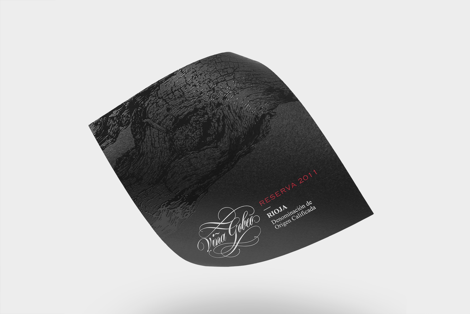 Diseño y fotografía de la etiqueta de vino reserva. Viña Gobeo